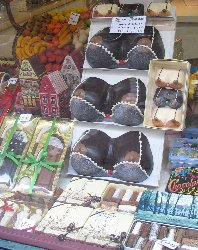 Brugge Borsten - Chocolate breasts:Could you really walk into this shop and ask for anything other than the large ones?